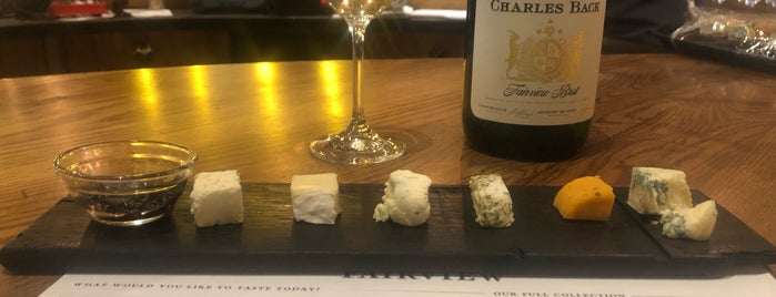 Fairview Wine and Cheese is one of Locais curtidos por Jadiânia.