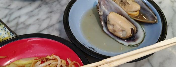 Makakiko Running Sushi is one of Posti che sono piaciuti a Veronika.