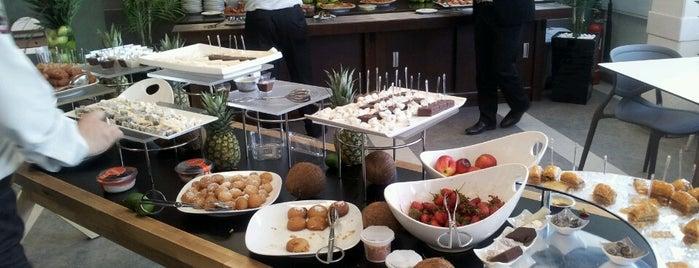 Botanik Restaurant is one of Posti che sono piaciuti a Aslı.