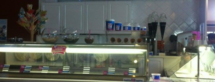 Baskin Robbins is one of สถานที่ที่ Maxim ถูกใจ.