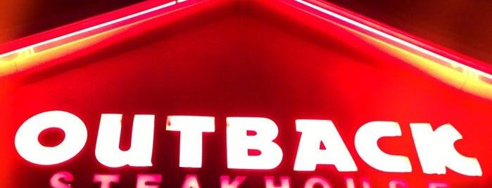 Outback Steakhouse is one of สถานที่ที่ Mark ถูกใจ.