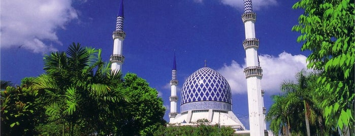 Masjid Sultan Salahuddin Abdul Aziz Shah is one of masjid.