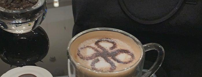 Patchi Café is one of Locais salvos de Queen.