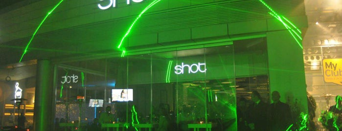 Shot Bistro Lounge & Bar is one of Tempat yang Disukai Hanife.