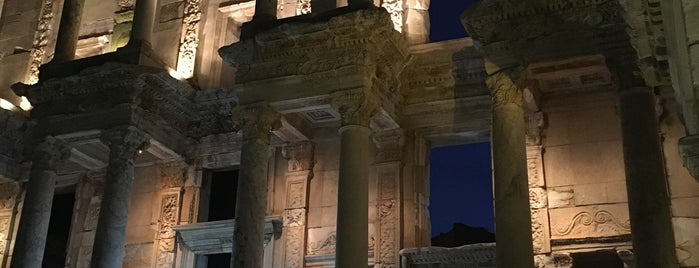 Library of Celsus is one of Posti che sono piaciuti a Mertesacker.