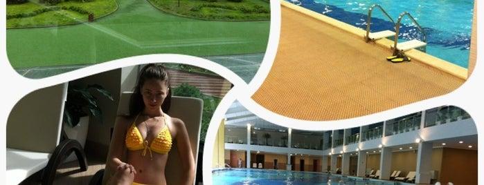 Les Resort Pool is one of всёёё.