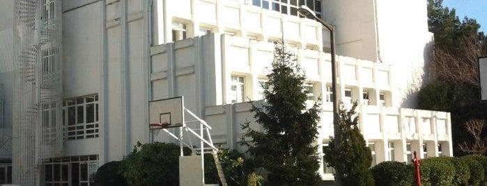 FMV Işık Okulları Ayazağa Kampüsü is one of Lieux qui ont plu à Bora.