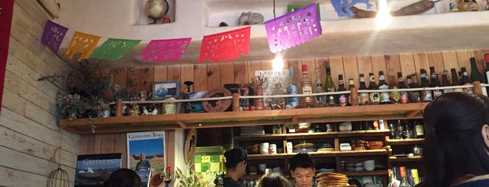 地球を旅するカフェ is one of Vegan Tokyo.