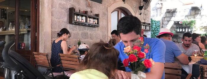 City Bar is one of Locais curtidos por Yunus.