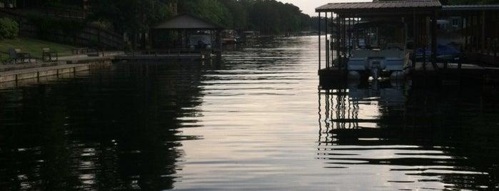 The Lake is one of Orte, die Doug gefallen.