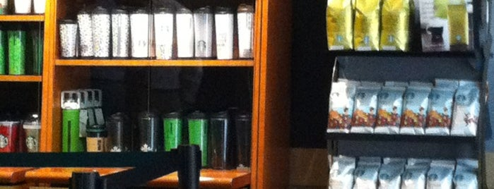 Starbucks is one of Lieux qui ont plu à Paco.
