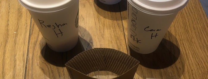 Starbucks is one of Studio Nocturneさんのお気に入りスポット.