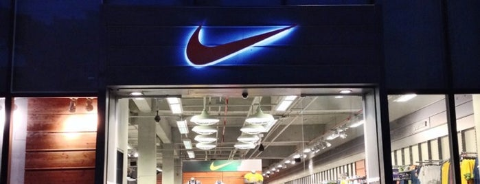 Nike Factory Store is one of Vale a pena conhecer.