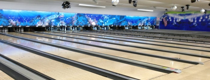 Bird Bowl Bowling Center is one of Posti che sono piaciuti a Stephanie.