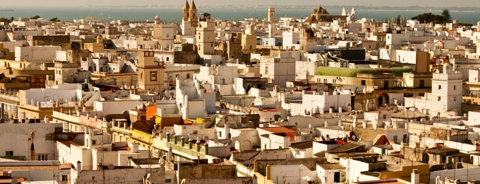 Cádiz is one of Capitales de provincia.