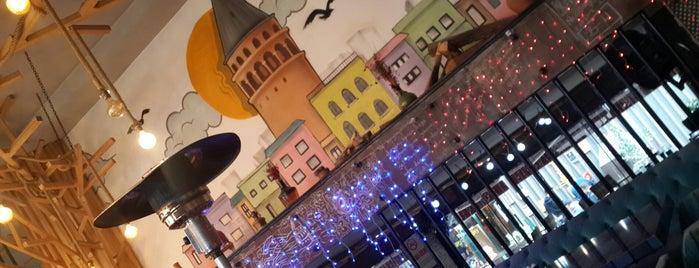 Galaporto Cafe & Restaurant is one of tt. 님이 저장한 장소.