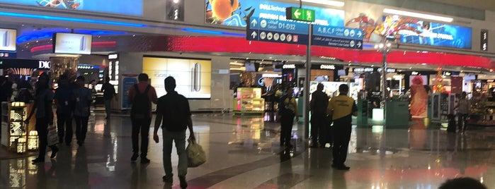 Dubai Duty Free is one of Orte, die L gefallen.