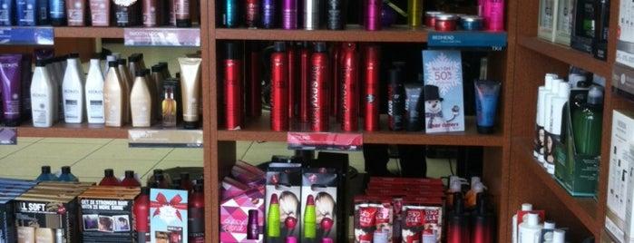 Hair Cuttery is one of Tempat yang Disukai Cris.