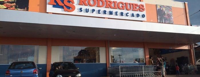 Supermercado Rodrigues is one of Tempat yang Disukai Adriano.