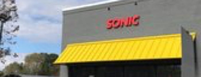 Sonic Drive-In is one of Lugares favoritos de West.