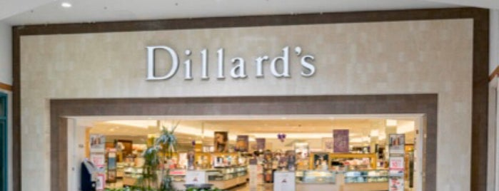 Dillard's is one of Lugares favoritos de West.