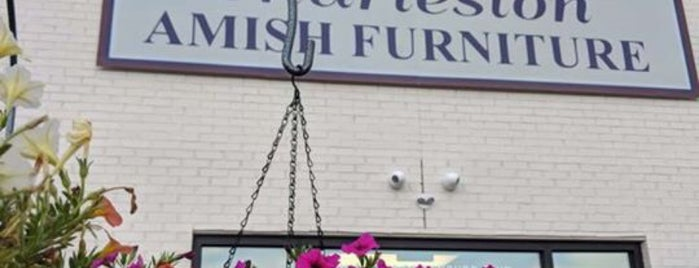 Charleston Amish Furniture is one of Lugares favoritos de West.