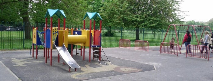 Clapham Common Playground is one of Lugares favoritos de Diana.