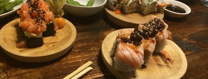 Kitsune Sushi Bar is one of Santcu.
