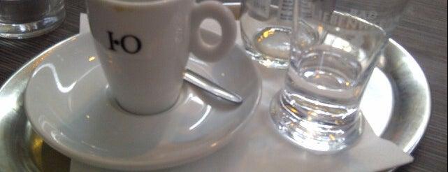 Cut & Coffee is one of Lugares favoritos de Henri.
