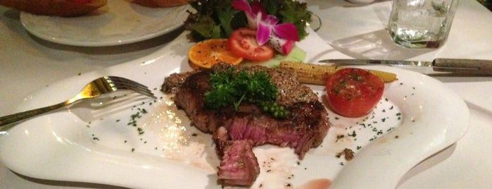 Carnivore Steak & Grill is one of Locais curtidos por Masahiro.