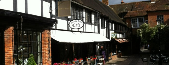 Farnham Town Centre is one of Posti che sono piaciuti a Carl.