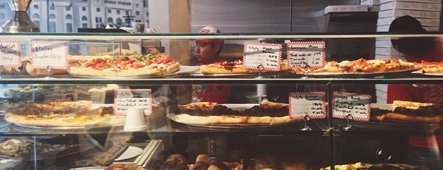 Carmine's Pizzeria is one of Arjun 님이 좋아한 장소.