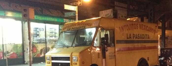 La Pasadita Taco Truck is one of สถานที่ที่ Julian ถูกใจ.