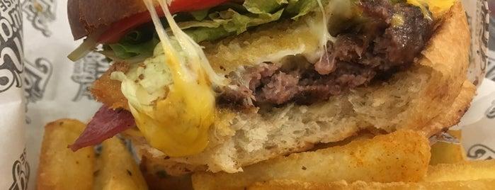 Tom's Burger House is one of Posti che sono piaciuti a Oktay.