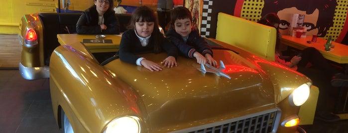 Big Yellow Taxi Benzin is one of Locais curtidos por Kubilay.