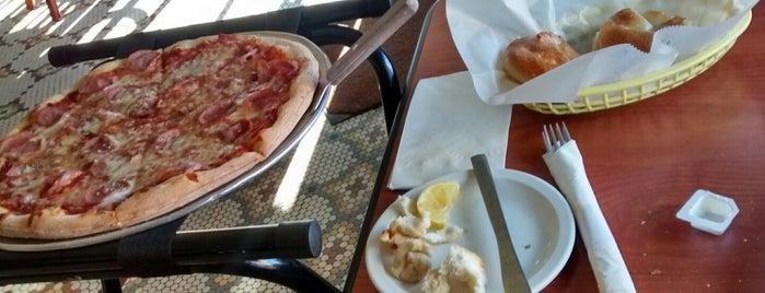 Joe's Pizza and Pasta is one of สถานที่ที่ Matt ถูกใจ.