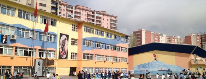 Gülen Muharrem Pakoğlu Ortaokulu is one of Lieux qui ont plu à tuana.
