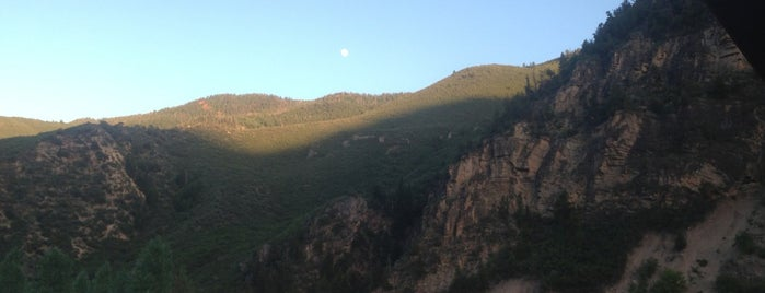 Glenwood Canyon Resort is one of Locais salvos de Emily.
