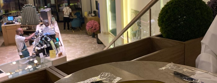 S Cafe is one of Queen: сохраненные места.