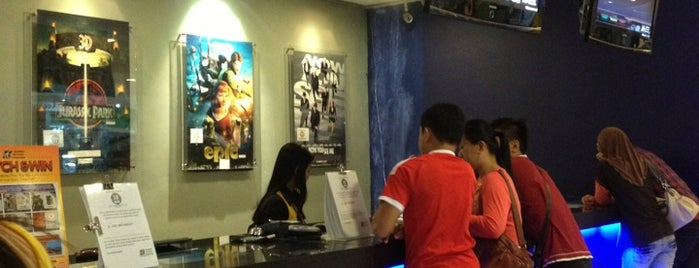 Golden Screen Cinemas (GSC) is one of Angieさんのお気に入りスポット.