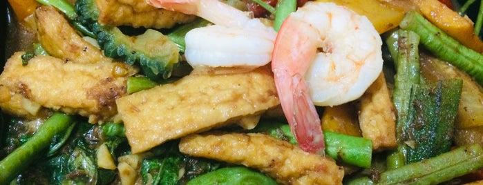 Max's Restaurant is one of Lugares favoritos de Yen P..