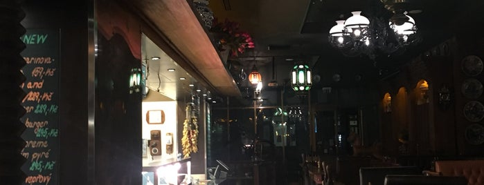 Dutch pub is one of Jakub'un Kaydettiği Mekanlar.
