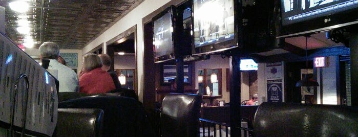 Stingers Pizza Pub is one of Tempat yang Disukai Brittany.
