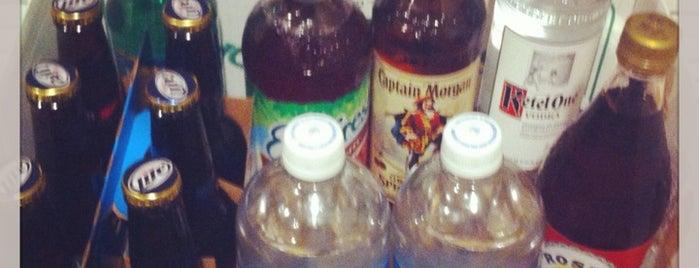Aloha Liquors is one of Locais curtidos por Krissy.