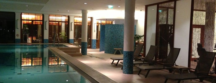 ATLANTIC Hotel Wilhelmshaven is one of Locais curtidos por Henri.