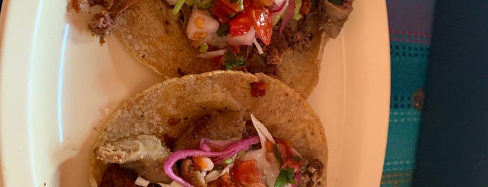 Tacos Guss is one of Traveling Food & Bars.