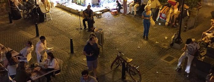 El Balcón Eat Drink Love is one of Lugares favoritos de Jason.
