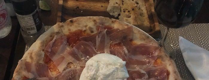 La Pizzeria is one of Locais curtidos por Masahiro.