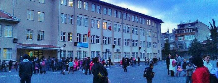 Mareşal Fevzi Çakmak İlköğretim Okulu is one of Tempat yang Disukai Fatih.