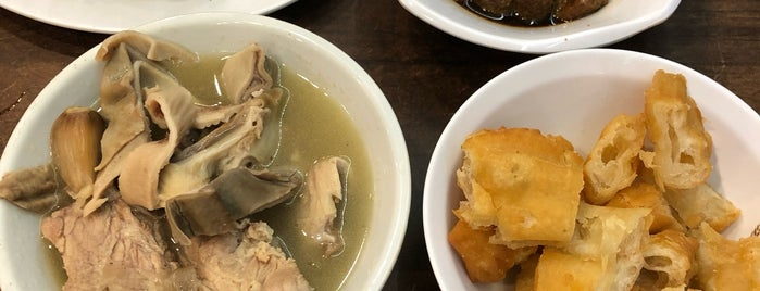 Song Fa Bak Kut Teh 松發肉骨茶 is one of Singapur.